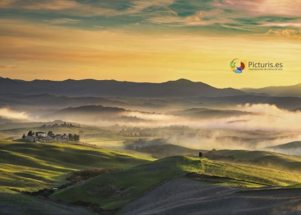 volterra-foggy-panorama-rolling-hills-and-green-P7BURXG_web